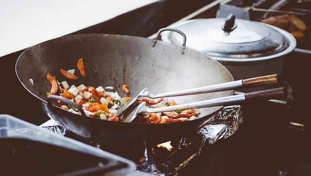 vaření ve woku