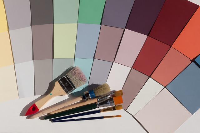 barevný vzorník a štětce.jpg