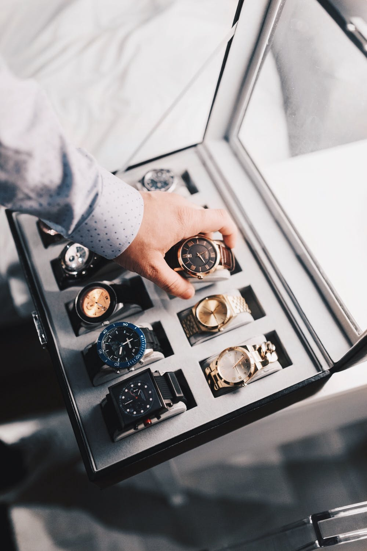 krabice s hodinkami